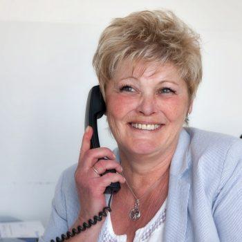 Cornelia Winkler im Büro